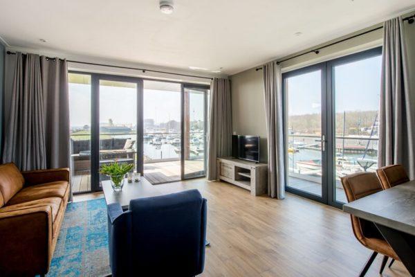 Appartement Uithaven 10c - Nederland - Zeeland - 4 personen - woonkamer met uitzicht op de jachthaven