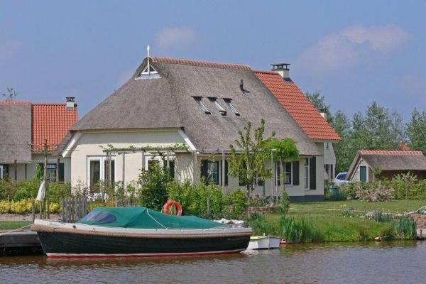 Boerderij FR1037 - Nederland - Friesland - 6 personen - boot bij huis