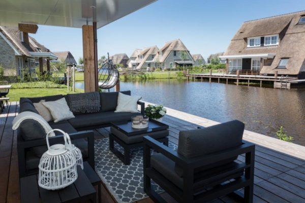 Villa FR050 - Nederland - Friesland - 8 personen - terras met overkapping aan het water