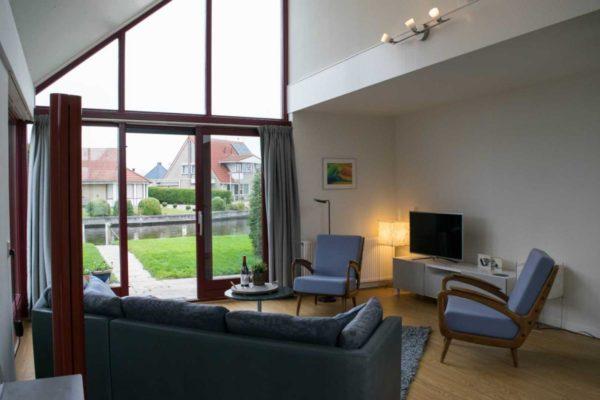 Villa FR061 - Nederland - Friesland - 6 personen - woonkamer met uitzicht op het water