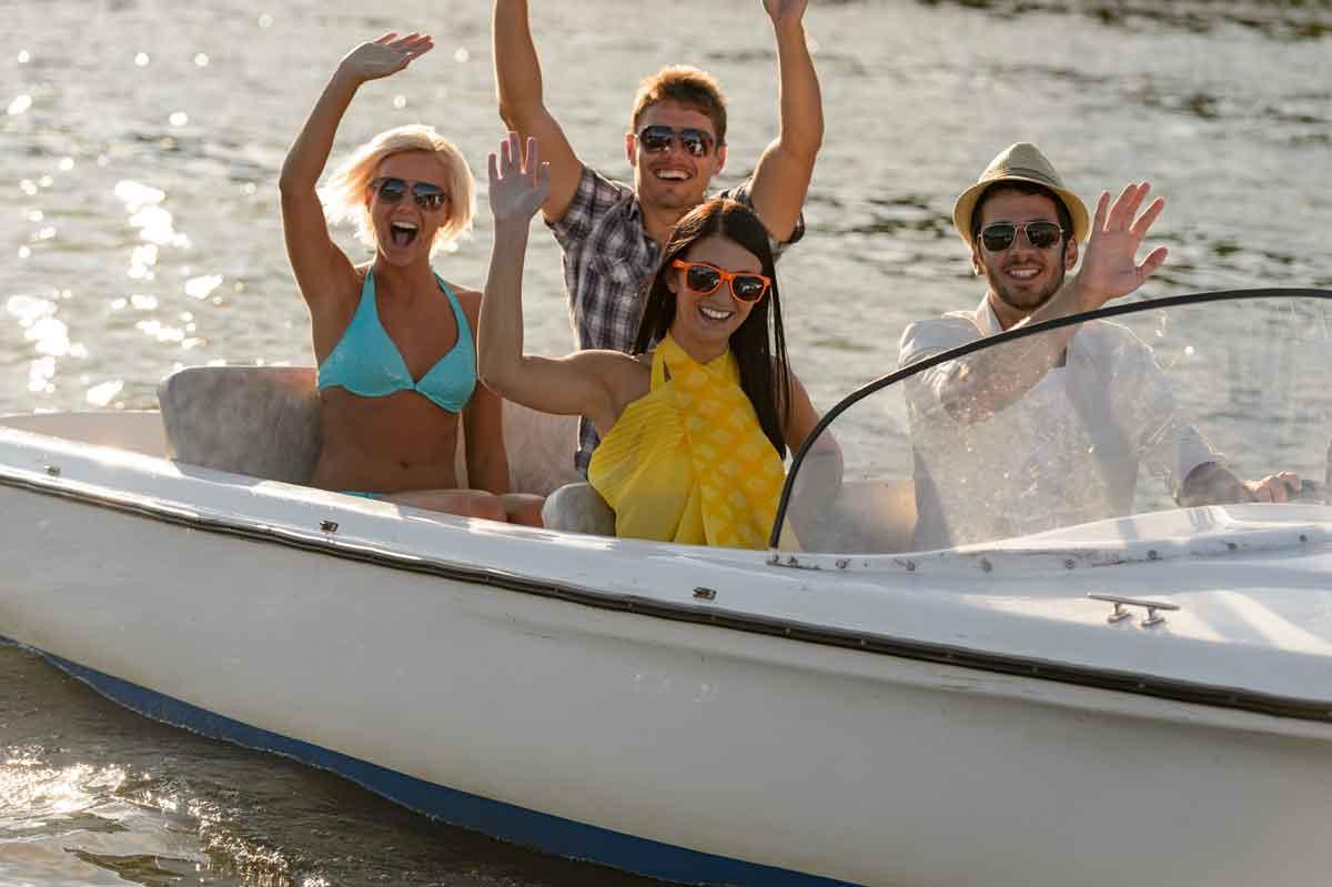 varen met vrienden op het veerse meer
